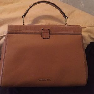 a03e270c6817 Michael Kors Bags - Authentic Michael Kors Gramercy Frame Bag
